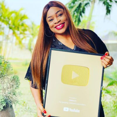 Sinach receives gold plaque as she hits 1 million subscribers on YouTube